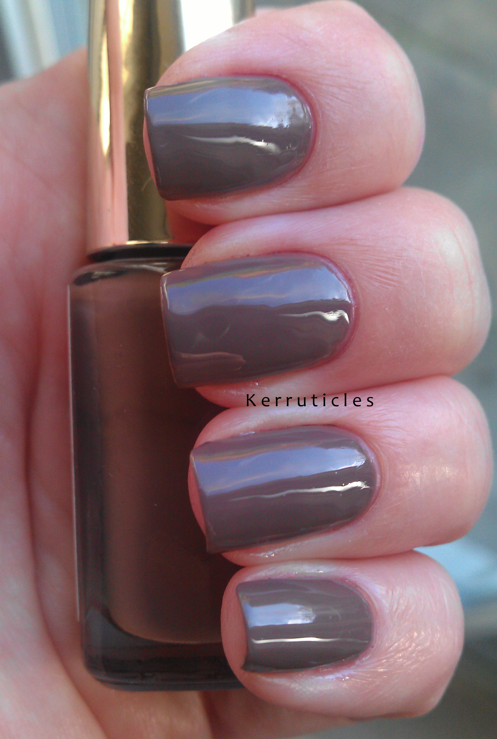 L\'Oreal Cafe St Germain ... and a repair to a broken nail | Kerruticles