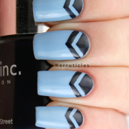 Blue double chevrons nails
