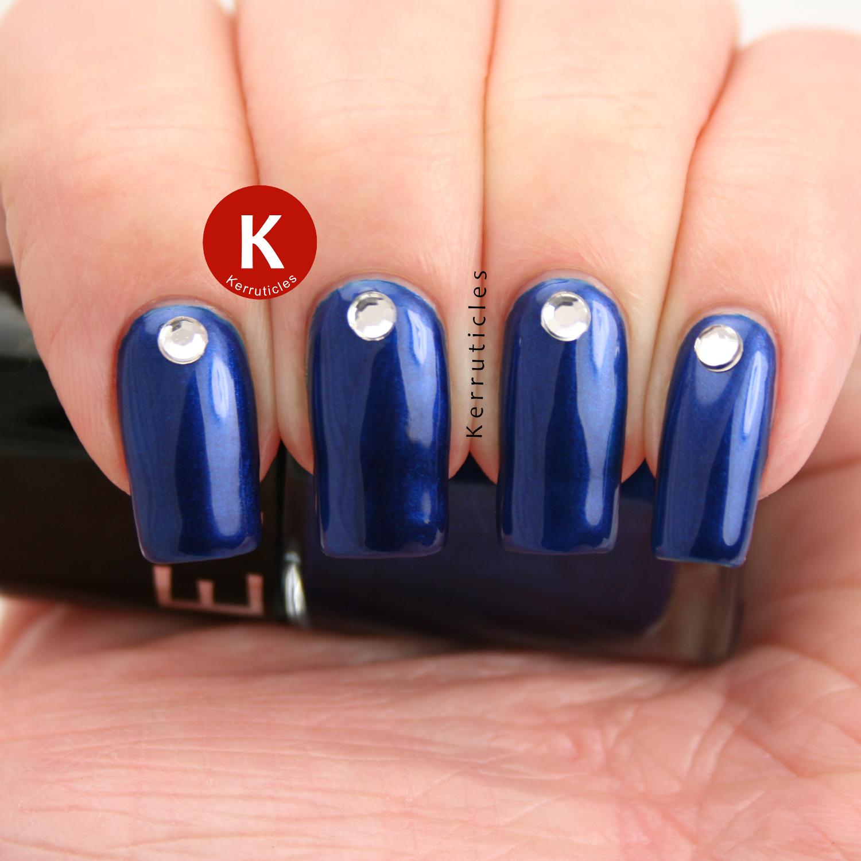 Френч на ногтях синий со стразами фото на