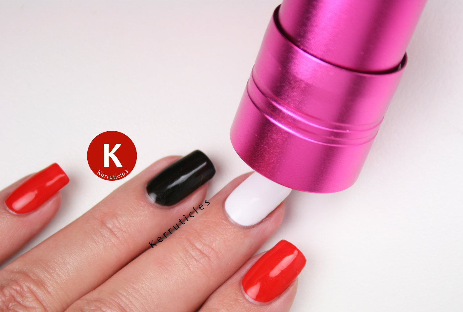 Bundle Monster Gel Polish & LED Flashlight Set in use