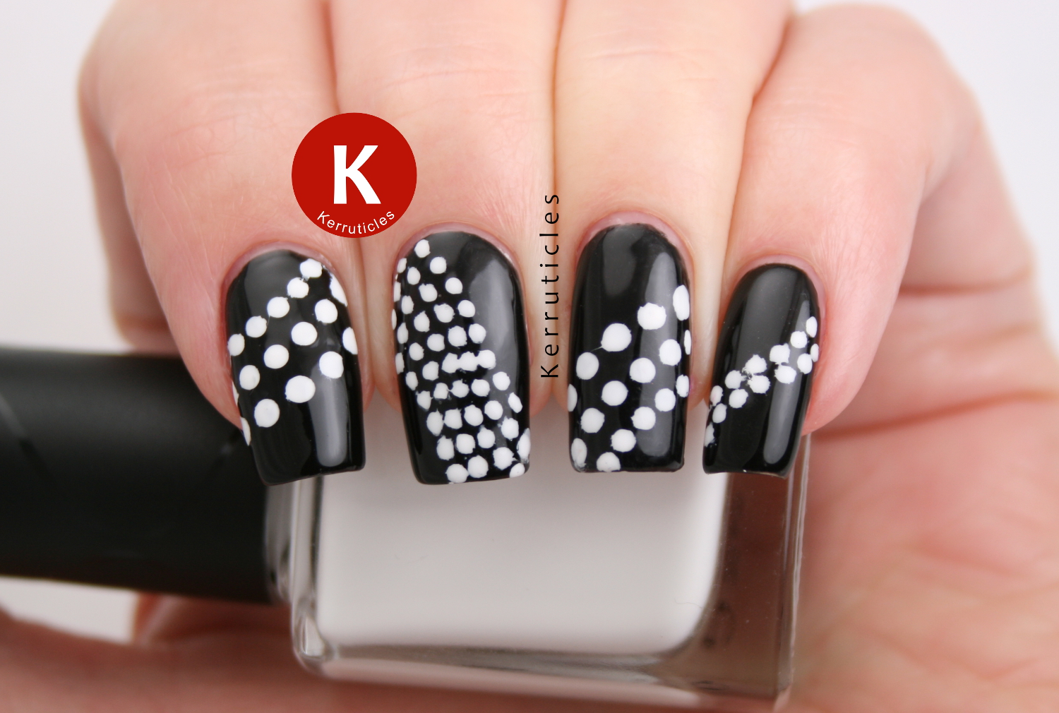Black and white dots using Bundle Monster stencils