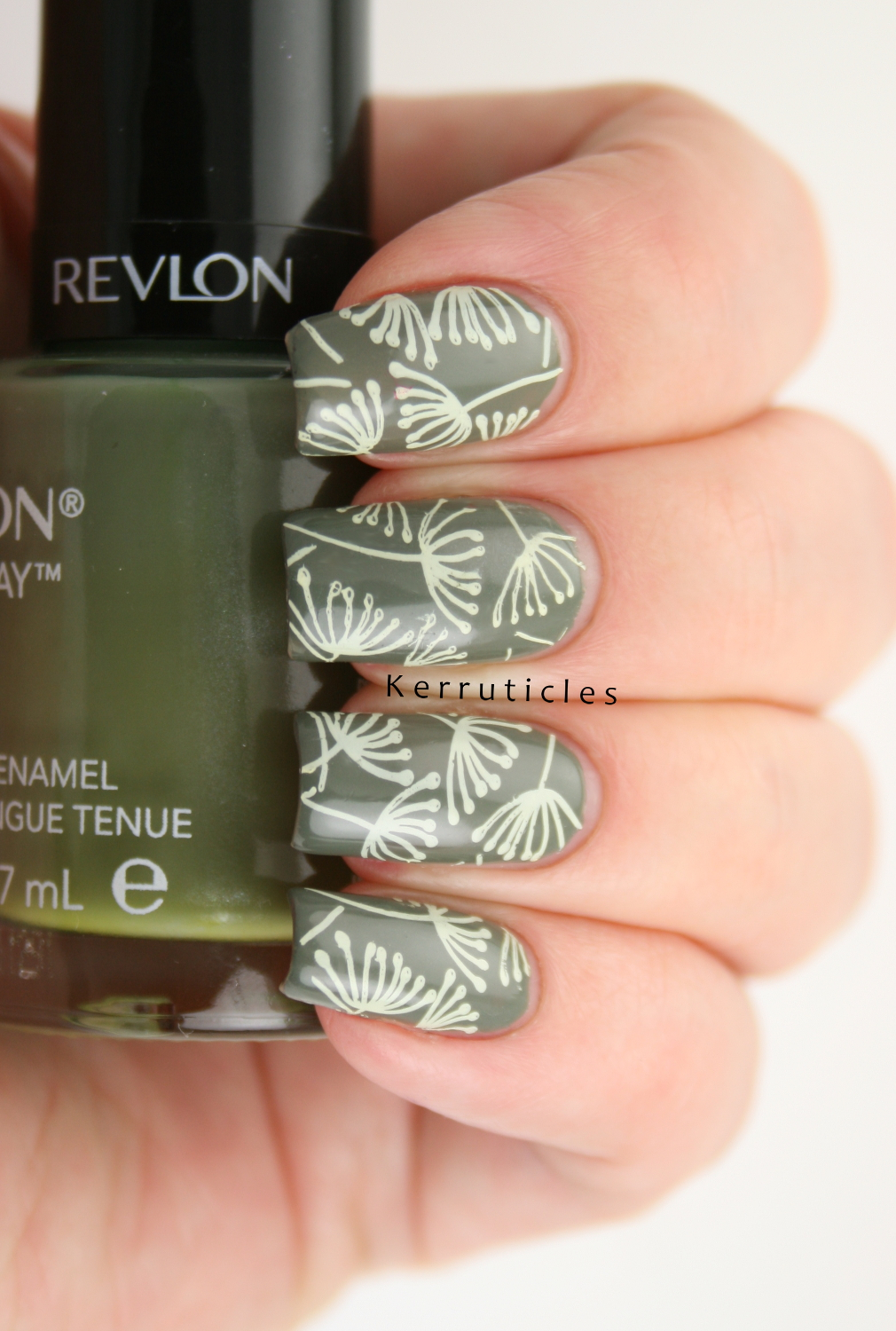 Dandelion nails things that fly 40 great nail art ideas dandelion nails things that fly 40 great nail art ideas prinsesfo Choice Image